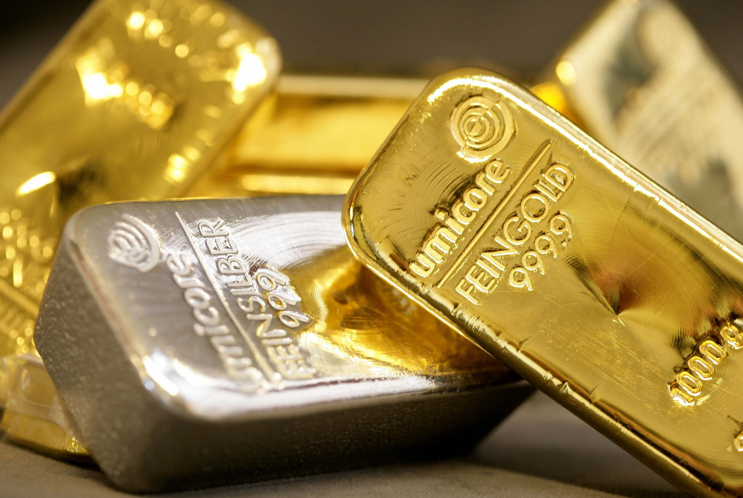 gold silver prices down in absence of subscriptions