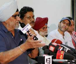 corruption in ddca says bishan singh bedi and kirti azad