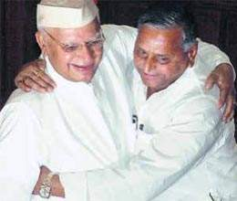 speculation in air as mulayam and nd tiwari exchange massenger meet