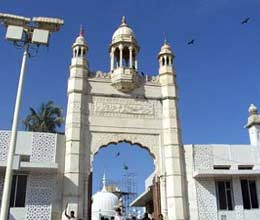haji ali dargah restricts women entry activits protest