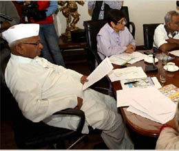 anna hazare announces new team