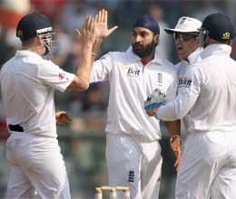 Ind vs Eng: India's poor start, Sehwag and Pujara out