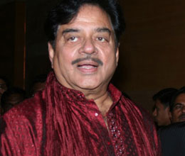 gadkari issue shatrughan sinha says he is with jethmalani and yashwant