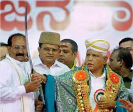 13 mlas openly back yeddyurappa karnataka govt in trouble