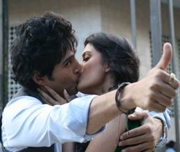 rajeev khandelwal kissed teena on public place