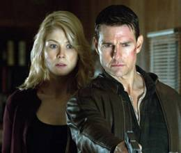 Tom Cruise helped Rosamund Pike prepare for romantic scenes
