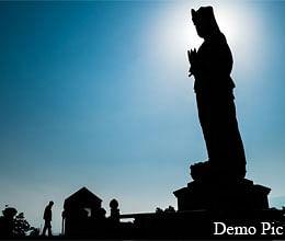 सरकार लापरवाह, पत्नी ने खुद बनवाया शहीद का स्मारक