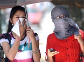 people suffering from heat