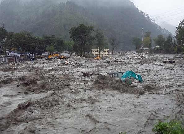 http://img.amarujala.com/2013/06/17/floods-hit-uttarakhand-51bea40c2b8ba_g.jpg