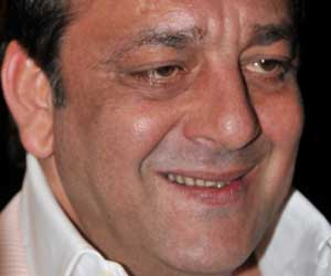 sanjay dutt's parole extended for 30 days