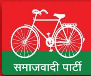 samajwadi party workers attack staff at toll plazas