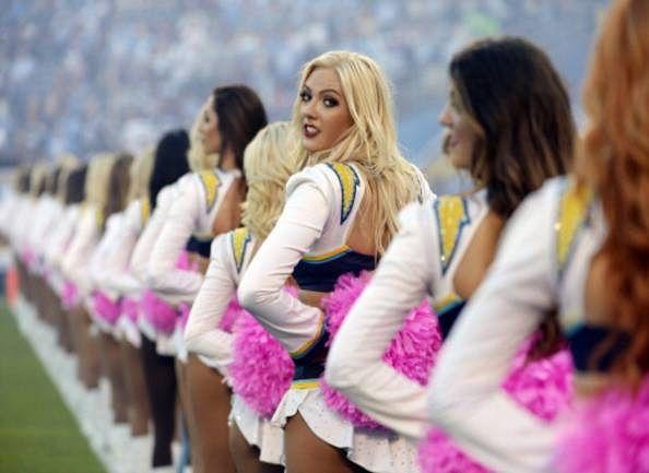 NFL-'s-cheerleaders-at-stadium