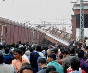 the train engine derailed in ghaziabad