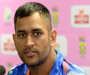 dhoni express unhappiness with jadeja over telling bhuvi what to do