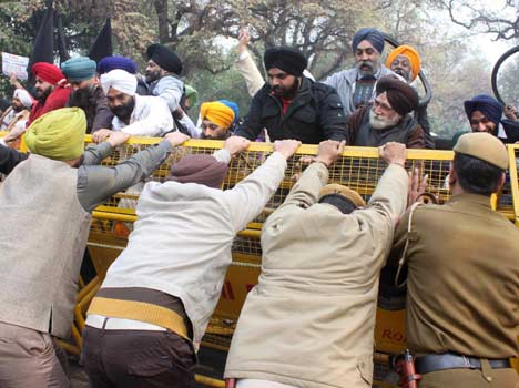 sikhs protest over rahul gandhi's remarks on 1984 riots