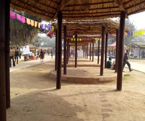 Surajkund Mela: police misbehaves with craftsmen