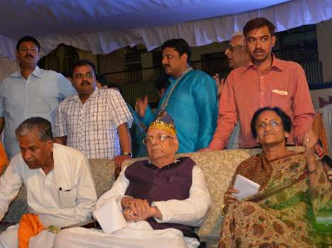 lalji tandon with sp and congress leaders