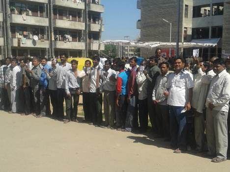 मतदान के दौरान गाजियाबाद में युवक को गोली मारी