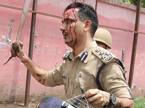 Violent protests in Firozabad after death of 2 police constables