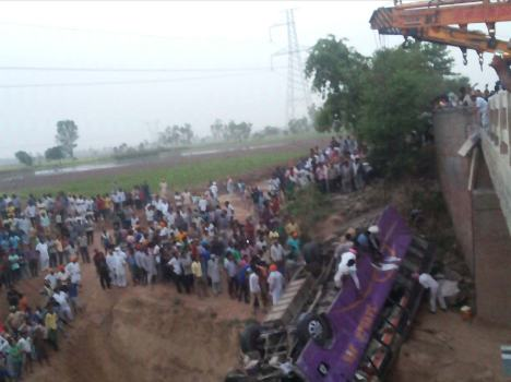 collage Bus falls into Ghaggar, See LIVE Photos