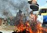 आग में झुलस रहा पाकिस्तान, देखें तस्वीरें
