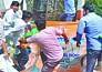 भाजपा सांसद के दफ्तर पर वरुण समर्थकों का हंगामा