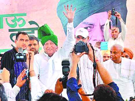 former CM om prakash chautala met with supporters in rally