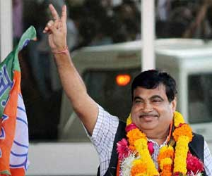 Omar are spreading communalism in Jammu and Kashmir : Gadkari