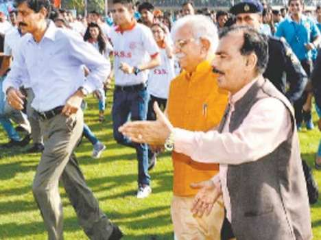 Manohar Lal Khattar in Chandigarh Youth Festival, Live Pics