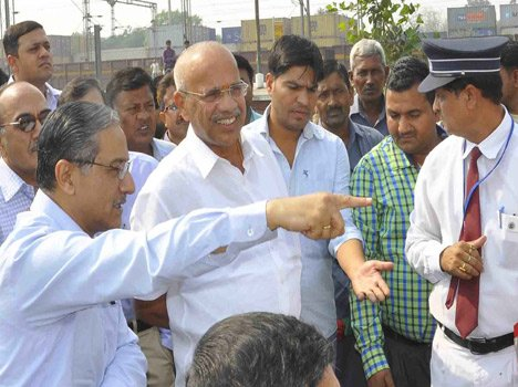 railway minister sadanand gowda reach old faridabad station to inspection.