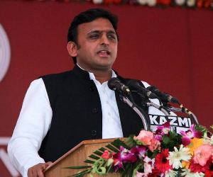 akhilesh yadav inaugrates up nri website.