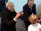 modi click the picture of toddlers in australia.