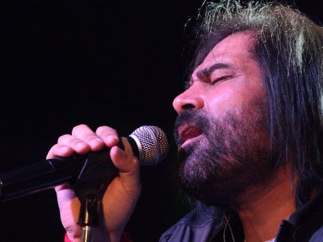 sufi singer shafakat amanat ali sung in carnival night at chandigarh