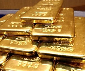 why people will not deposit gold in bank?