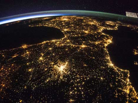 iss views earth from space