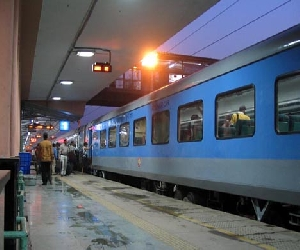 soon ticket system in shatabdi and rajdhani will become paperless