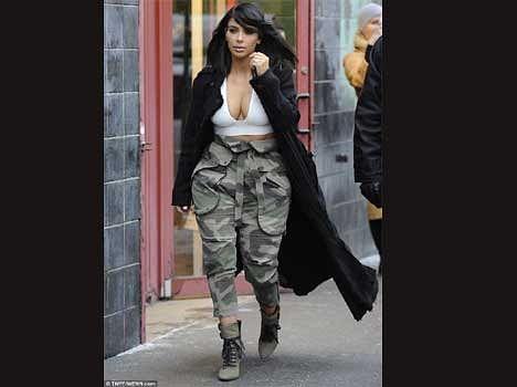 kim kardarshian flaunts her cleavage in sub zero temperature