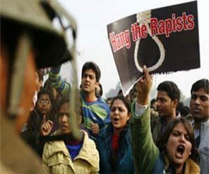 दिल्ली गैंगरेप: 'चुपचाप सह लेना चाहिए था'