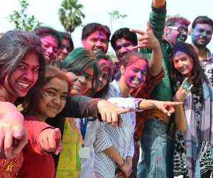 holi special: know the harm of holi colours