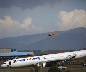 PICS: नेपाल में प्लेन हादसा, बाल-बाल बचे 250 यात्री