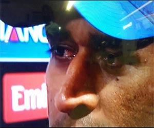 when tears come in dhoni