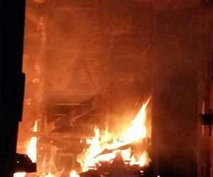 तस्वीरें: देखते ही देखते बोगी से उठने लगी आग की लपटें