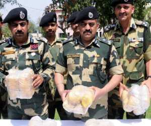 firing in bsf and drug smuggler, bsf caught 1 billion heroine