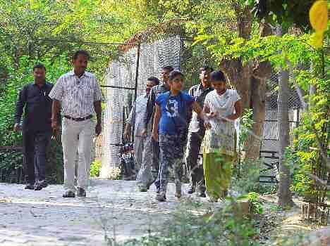 CM Akhilesh Yadav daughter visits zoo.