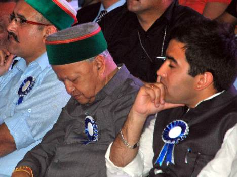 himachal pradesh chief minister virbhadra singh sleeping in cultural programme