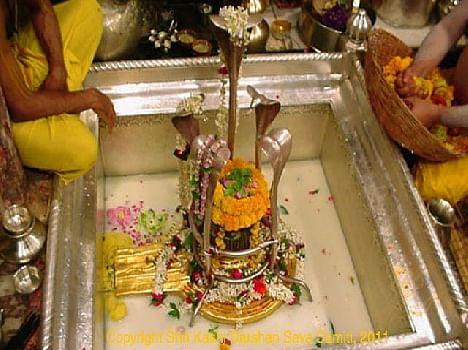 Only A Portion Of The Online Offerings - ऑनलाइन प्रसाद में सिर्फ एक पेड़ा -  Amar Ujala Hindi News Live