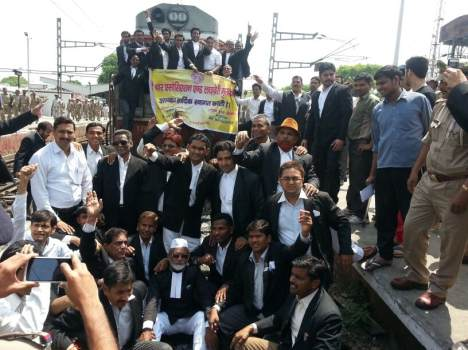 advocate protest in moradabad railway station