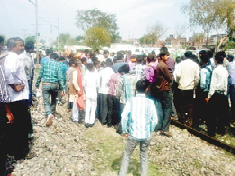 Young hit by Shatabdi Express , Death