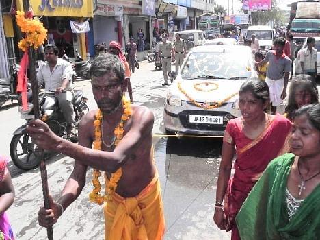 amazing stunt by madrasi devotee.