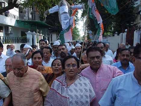 Congress protest against Giriraj Singh in Lucknow.